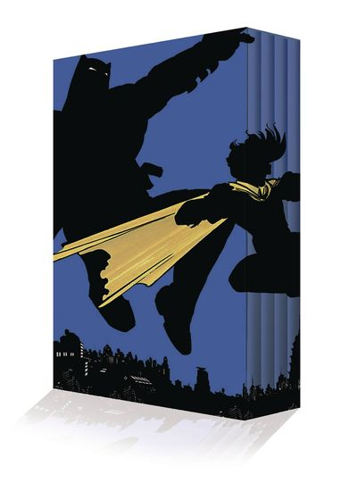 Dark Knight Returns Collectors Edition Box Set JUN160337D